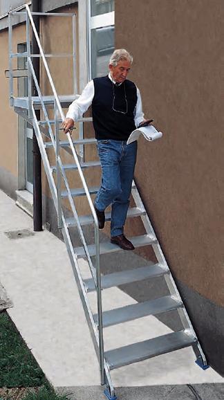 escalera fija con apoyo 45